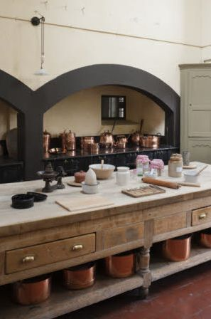 Artichoke designs period English luxury bespoke kitchens – Somerset, London, UK