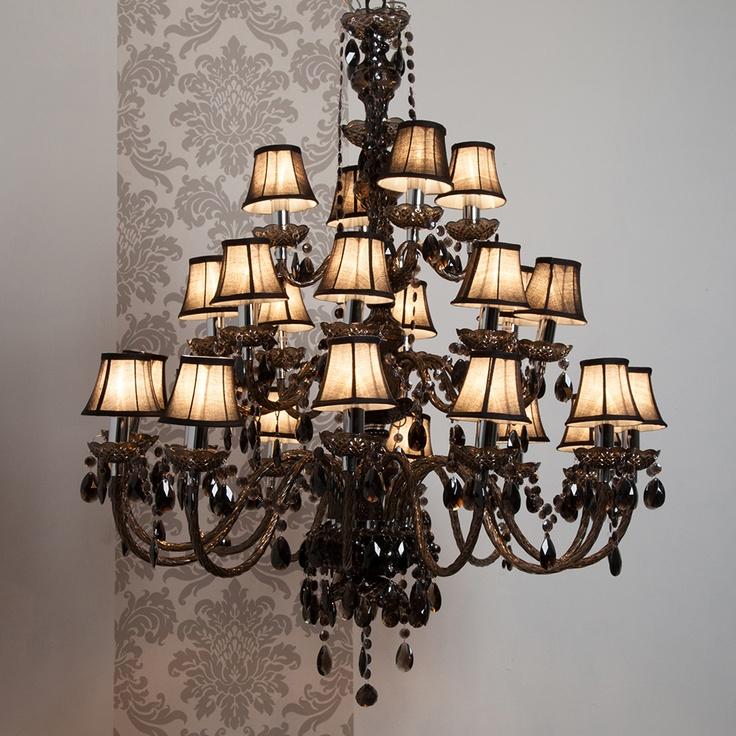 les 25 meilleures id es concernant lustre baroque sur pinterest deco baroque baroque moderne. Black Bedroom Furniture Sets. Home Design Ideas