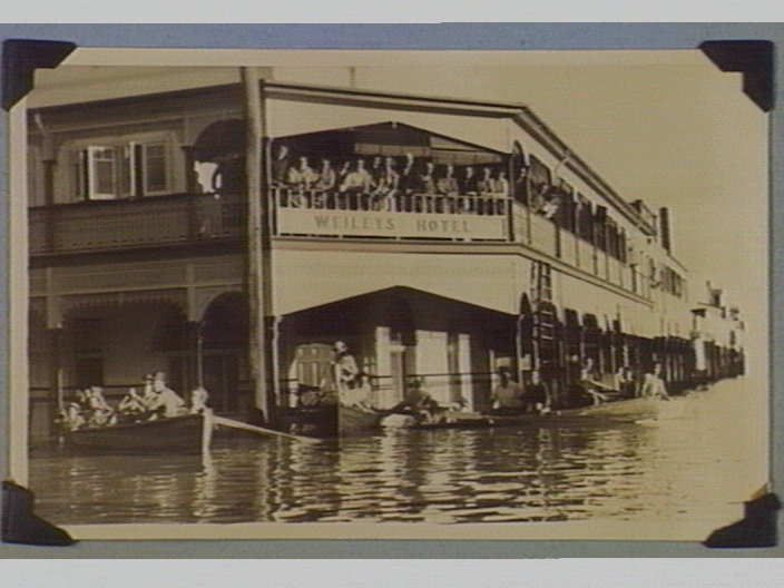 Weiley's Hotel, Grafton [during 1950 flood] [picture] , State Library of Victoria