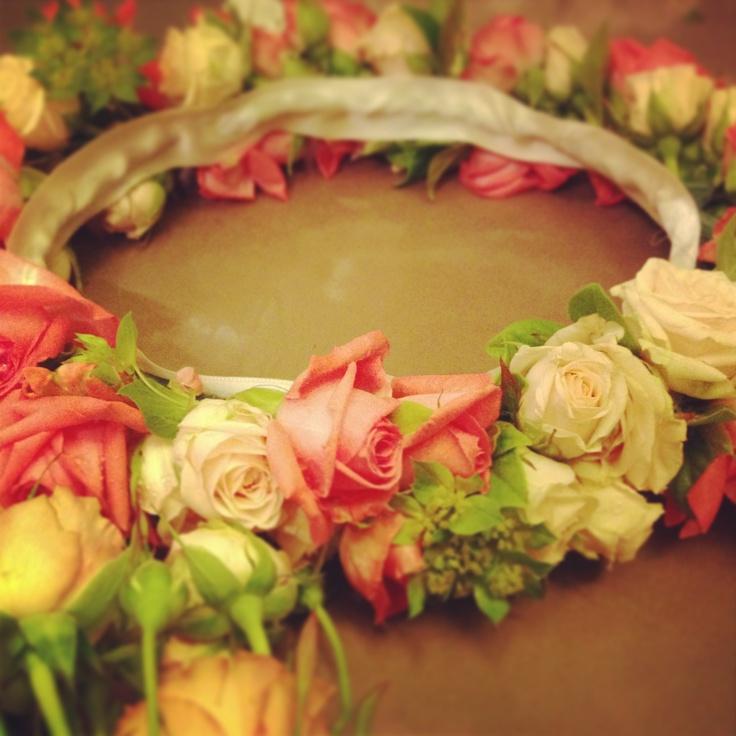 Chicas, y para vuestras bodas de este fin de semana, ¿por que no unas coronas para la cabeza?