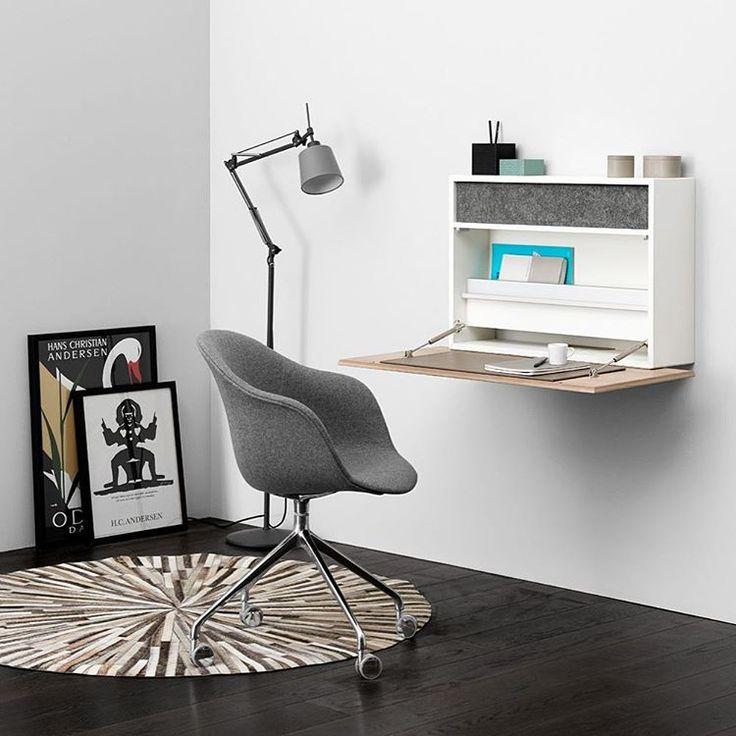 Даже если вы ограничены в пространстве - это не повод отказывать себе в хорошо организованном рабочем месте. Компактный настенный стол Cupertino - это полноценный офис, оборудованный колонками c поддержкой bluetooth,  отверстиями для проводов и местами для хранения мелочей. Наслаждайтесь работой! #boconcept #boconceptrussia #smallspacesolutions #homeoffice