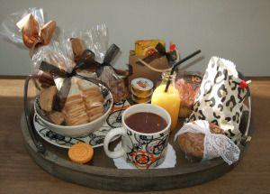 Como preparar um café da manhã na cama ou uma cesta de café da manhã.