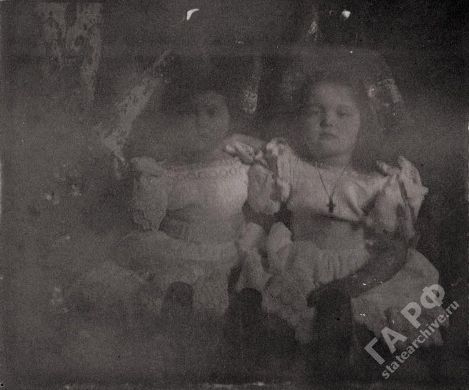 Tatiana-Olga-Archivos de la Federación Rusa-Albumes de la familia Romanov.