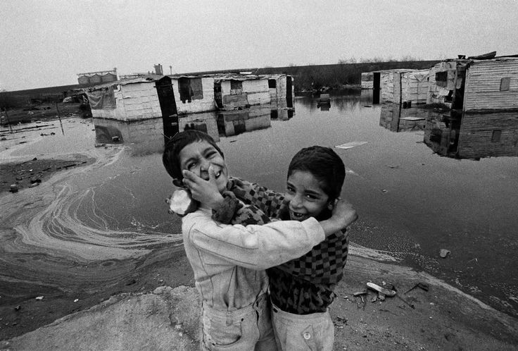 Nikos Economopoulos  GREECE. Macedonia region. Town of Thessalonica. Industrial zone of Nea Sindos. A Gipsy camp. 1994.