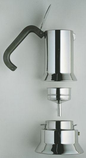 eccellenze-italiane:La 9090 non è solo la prima caffettiera espresso della storia Alessi, è anche il primo oggetto Alessi per la cucina dopo gli anni '30, primo premio Compasso d'oro (1979), il primo oggetto Alessi entrato nella Permanent Design Collection del MOMA di New York....