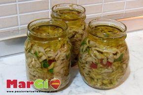 Melanzane sott'olio fatte in casa, una ricetta pugliese ricca di sapore, perfette per accompagnare un qualunque secondo di carne o semplicemente da sole.