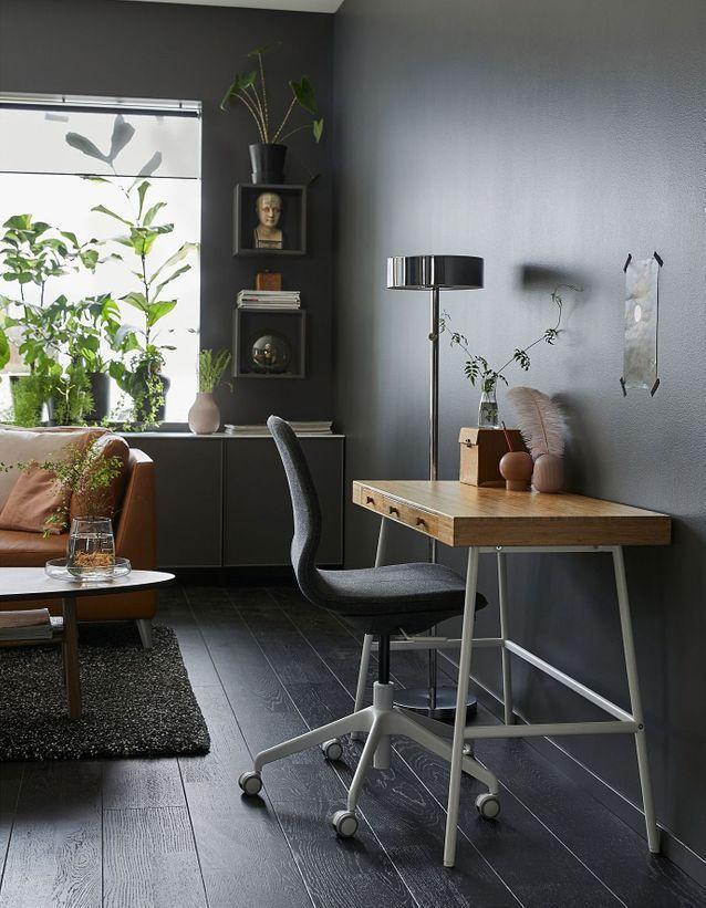 Les Plus Beaux Bureaux Ikea Pas Chers Et Tendance A Shopper Elle Decoration Ikea Desk Thuisdecoratie Kantoor Aan Huis Decor
