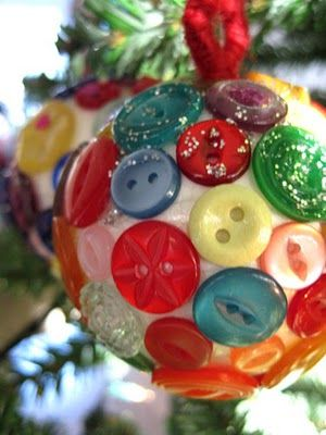 Button bauble Christmas craft idea.