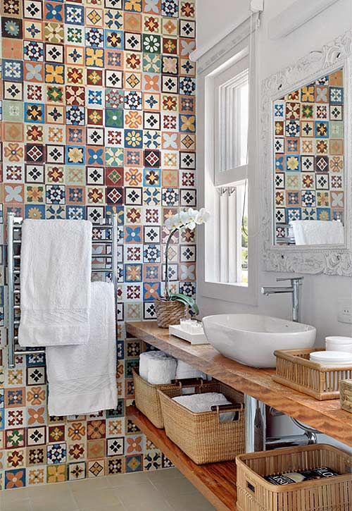 Azulejos hidráulicos para el cuarto de baño. http://visioninteriorista.com/2013/05/azulejos-hidraulicos-para-el-bano/