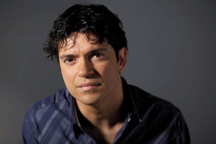 """Jorge Vercillo é um dos músicos brasileiros de destaque no cenário musical. Dono de canções conhecidas pelo grande público, o cantor se encantou com as aulas de filosofia, enquanto fazia o curso de Jornalismo, no Rio de Janeiro. """"O momento inesquecível na minha vida foi quando eu entrei para a faculdade de jornalismo. Eu tive...<br /><a class=""""more-link"""" href=""""https://catracalivre.com.br/geral/educacao-3/indicacao/jorge-vercillo-aprende-com-a-cultura-africana/"""">Continue lendo »</a>"""