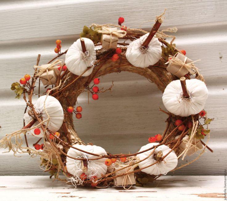 Купить Интерьерный венок Теплая Осень - белый, тыква, венок на дверь, осень…