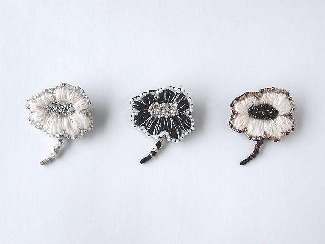 petit flower 刺繍 ブローチ no.1の画像1枚目