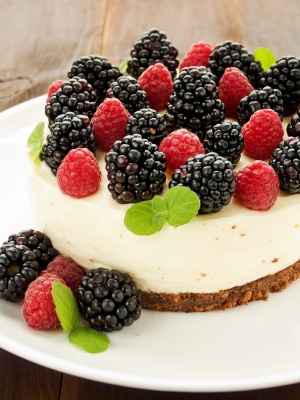Sour cream cheesecake with raspberries and blackberries :)
