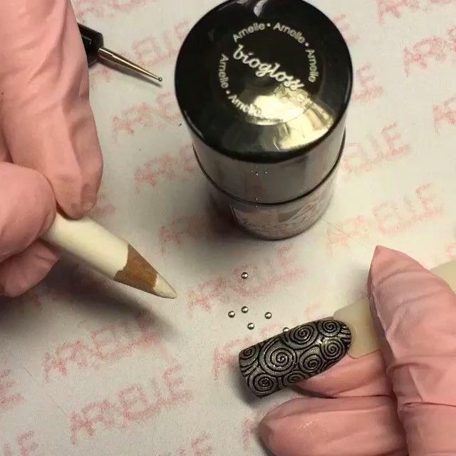 Repost from @s.surkova Люблю использовать карандаш,когда работаю с декором (стразы,бульоном,клепки). Им удобно цеплять мелкотню и ставить на ноготь)) #ногти #маникюр #светланасуркова