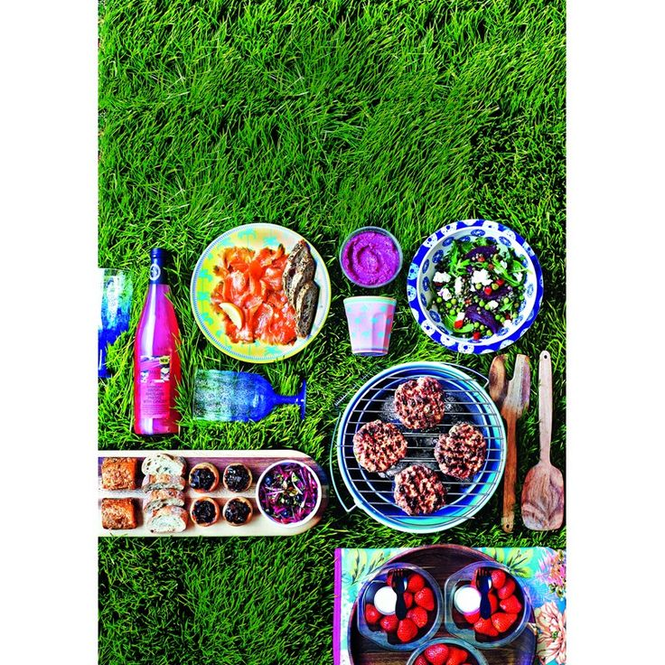 For those hot summer days, spend your afternoons outdoors with gorgeous food on great picnicware.