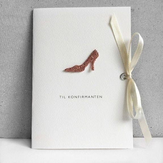 Konfirmasjonskort til jente med håndlaget sko med glitter.