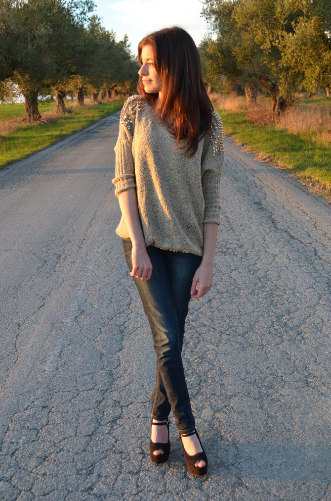 theannelicious.com <3   style outfit inspiration details look fashion blogger fashionblogger streetstyle wedges jeans denim studs sheinside ootd fashionista sunset theannelicious