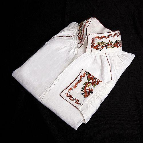 Brodert skjorte til kvinnebunad fra Vest-Telemark