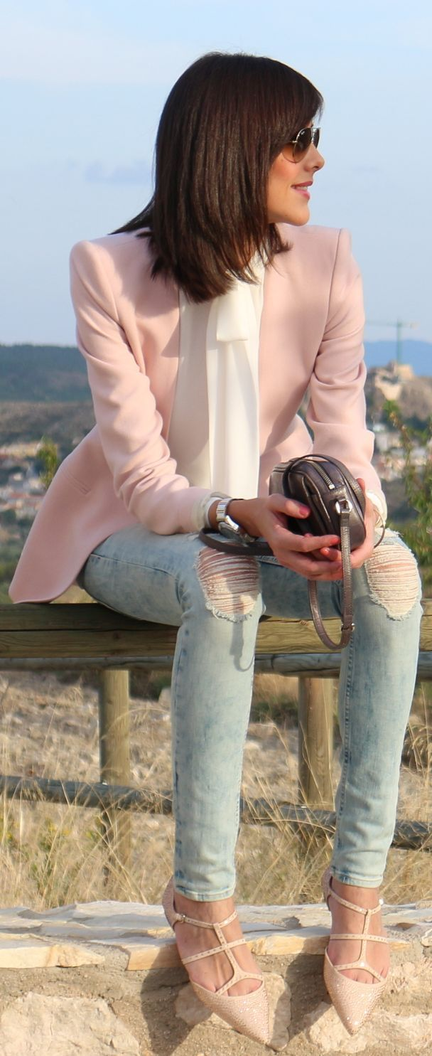 Pink blazer, ripped jeans, white ribbon collar shirt. Daytime outfit