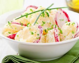Salade de pommes de terre aux radis, ciboulette et fromage frais 0% : http://www.fourchette-et-bikini.fr/recettes/recettes-minceur/salade-de-pommes-de-terre-aux-radis-ciboulette-et-fromage-frais-0.html