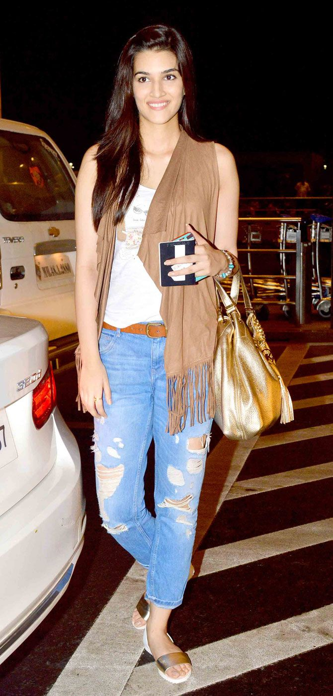 Kriti Sanon at the Mumbai airport. #Bollywood #Fashion #Style #Beauty