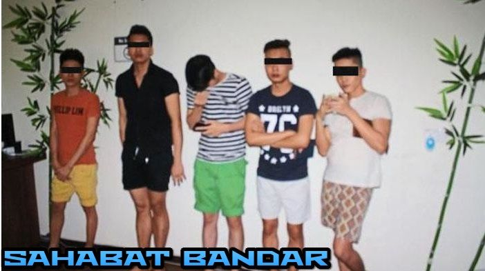 Sahabat Bandar - Petugas Imigrasi Malaysia menangkap tujuh pria Vietnam yang bekerja sebagai pijat khusus GAY, di Perai Jaya, sebagaimana dilaporkan oleh The Star Malaysia. Tujuh orang itu di tangk...