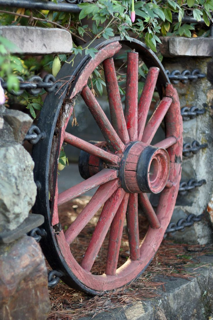 971 best images about wagon wheels awesome on pinterest for Things to do with old wagon wheels