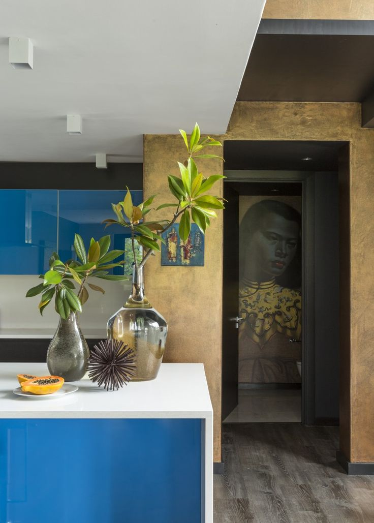 Welgedacht Villa - blue kitchen with Tretchikoff Painting