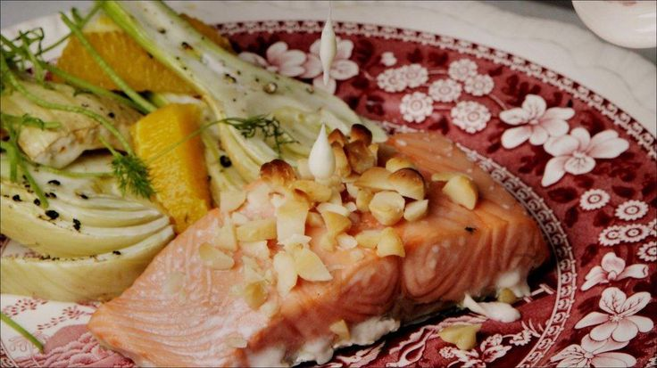 Salmon w/ dill sauce and fennel salad.  Put diced fennel (200g) and 1 orange in a pan, sprinkle w/ olive oil and fennel seeds, 400g salmon sprinkled w/ chopped hazel nuts on top. 200c, 20 mins.   Make dill sauce with flour, butter, milk and dill, add salt and pepper for taste.   http://www.godt.no/#!/oppskrift/764/laks-med-dillsaus-og-fennikelsalat