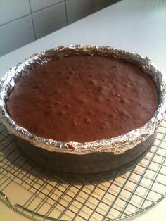 Ja, je leest het goed. Chocolademoussetaart. Ik proefde deze taart voor het eerst tijdens een etentje bij een nichtje, waar Tessa (mijn andere nichtje) deze taa