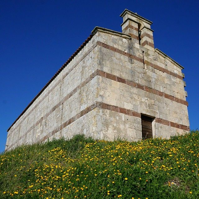 La chiesa di San Pancrazio di Nursi si trova a Sedini, in prov. di Sassari, nelle colline della regione storica dell'Anglona. E' una chiesetta campestre in stile romanico con caratteristiche del tutto peculiari, come ad esempio l'assenza dell'abside, costruita con filari di cantoni in calcare ad altri in pietra vulcanica. E' sicuramente l'unico ambiente superstite di un monastero del XII secolo. Il monumento è attorniato da un alone di mistero, grazie anche alla presenza di numerosi freggi…