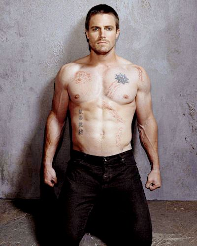 Unseen photos of Stephen Amell (as Oliver Queen) from Season 1