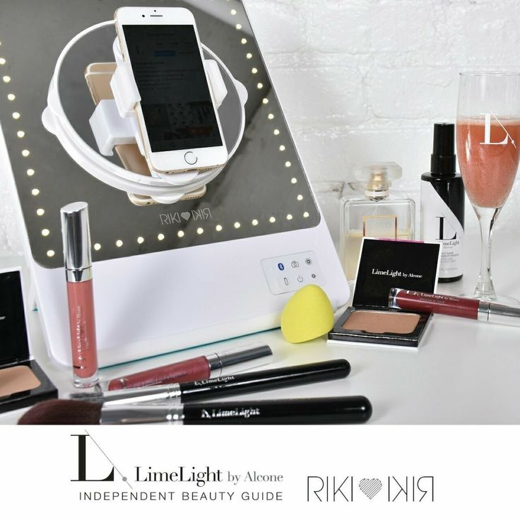 Glamcor Riki lighted mirror: flawless movie star makeup application using this gorgeous mirror. Available at VintageHollywoodStyle.com