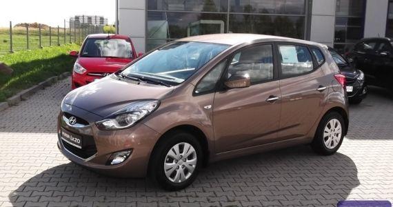 """Hyundai ix20 1,4 MPI benzyna (90KM) wersja Classic Plus Kolor: Beżowy """"Satin Amber"""" (METALIK) Wnętrze: Ciemne  cena samochodu z lakierem metalik -57.700zł Rabat 4000zł Cena po rabacie wynosi-53,700zł  http://hyundai.lubin.pl/oferta/ix20-2014r/16"""