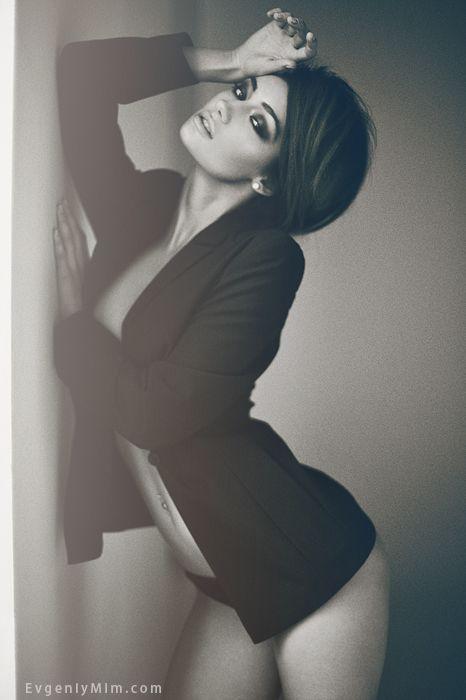 love this pose, gorgeous edit.