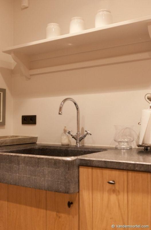 17 beste idee n over oude wastafel op pinterest oude badkamers en damestoilet spiegels - Oude keuken decoratie ...