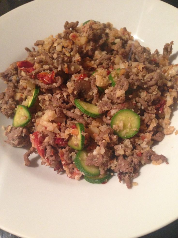 Stir fried lean minced beef, cauliflower rice, crushed tomato and courgette