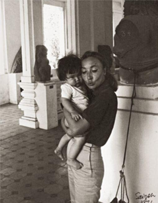 Oriana in un orfanotrofio di Saigon nel 1974