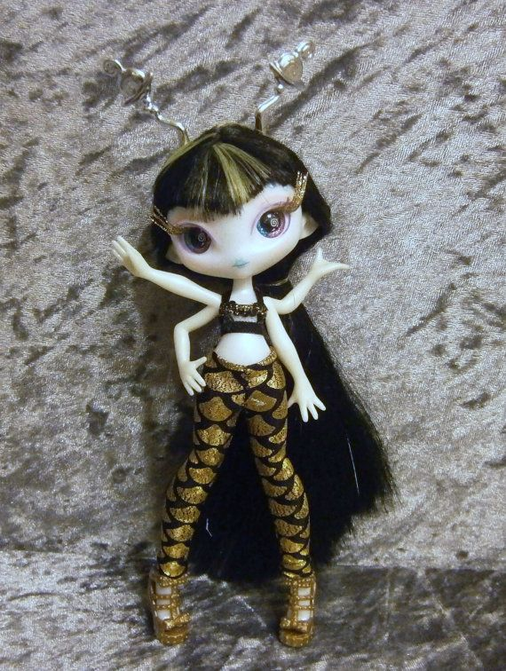 Top and leggings for Novi Star  dolls by moonsight68 on Etsy, $6.00