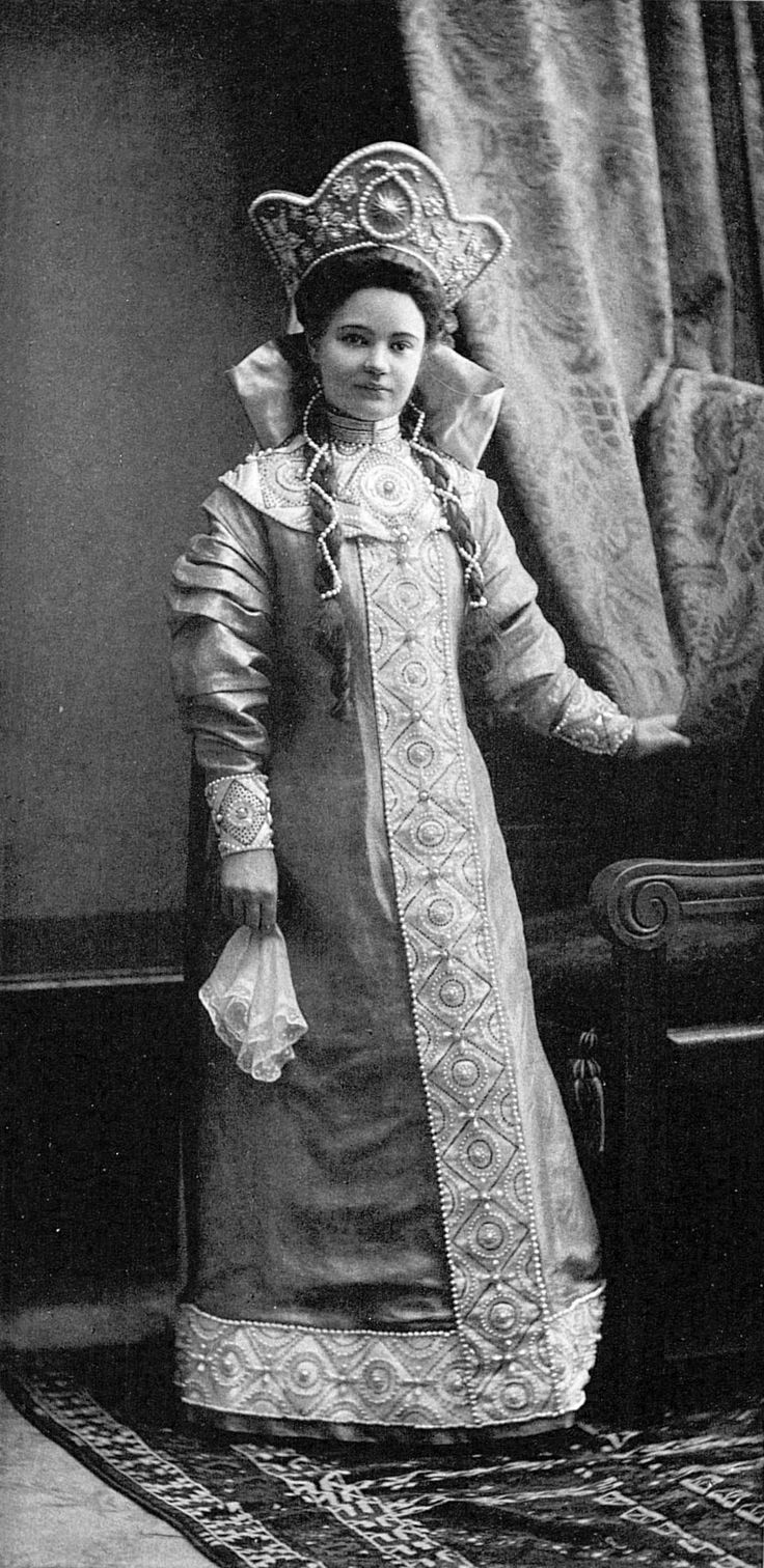 ♥♥♥ Princess Liubov' Nikolaevna Lobanova-Rostovskaia (aka Rostov), maid of honor (assigned to HER IMPERIAL HIGHNESS GRAND DUCHESS MARIA GEORGIEVNA) - dressed as a young lady of the XVII century.