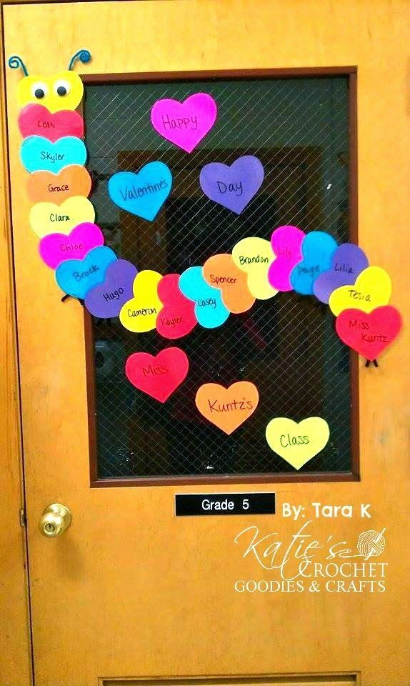 Making hearts into a caterpillar. Would be a great door decoration or bulletin board for Valentine's day.