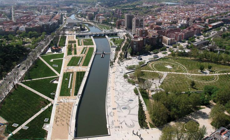 6 Freeway Removals That Changed Their Cities Forever: Rio Madrid project made way for park along the river
