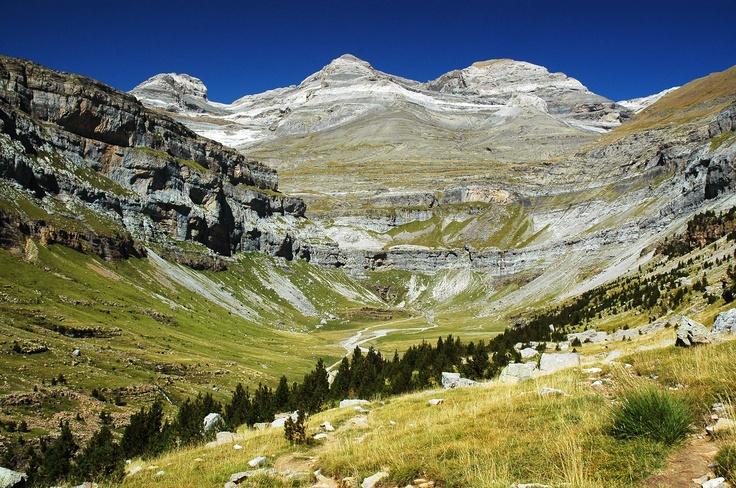 Una de las imágenes más representativas del La Tres Sorores del Parque Nacional de Ordesa y Monte Perdido. Monte Perdido, Cilindro y Soum de Ramond.