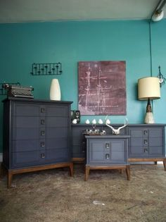 Vintage Retro Bedrooms green and blue color fill