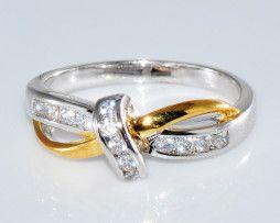 Luxusný dámsky prsteň zo zliatiny bieleho zlata so zirkónom
