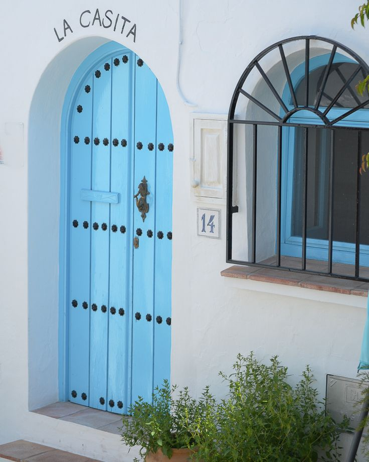 Frigiliana: de los pueblos blancos más lindos de España / Vero Palazzo - Home Deco Palazzo, Mirror, Home Decor, Windows, Family Travel, Shades Of Blue, Restaurant Bar, Decoration Home, Room Decor