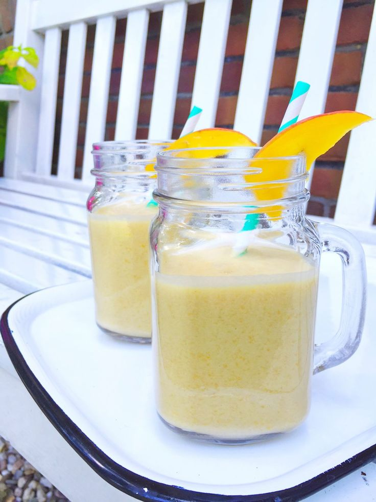Recept mango smoothie maken met kokosmelk. Gezond, snel en makkelijk. Met slechts 3 ingrediënten. Daarom dit mango recept. Smoothie drankje kidsproof. Schil