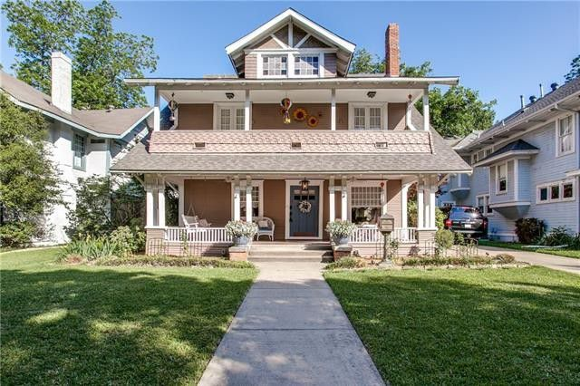 Splurge Vs Steal Two Historic Craftsman In Dallas Candysdirt Com Craftsman Style Homes Dallas Real Estate Prairie Style Houses