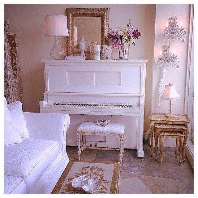 rachel ashwell shabby chic couture santa monica store shabby chic decor pinterest. Black Bedroom Furniture Sets. Home Design Ideas