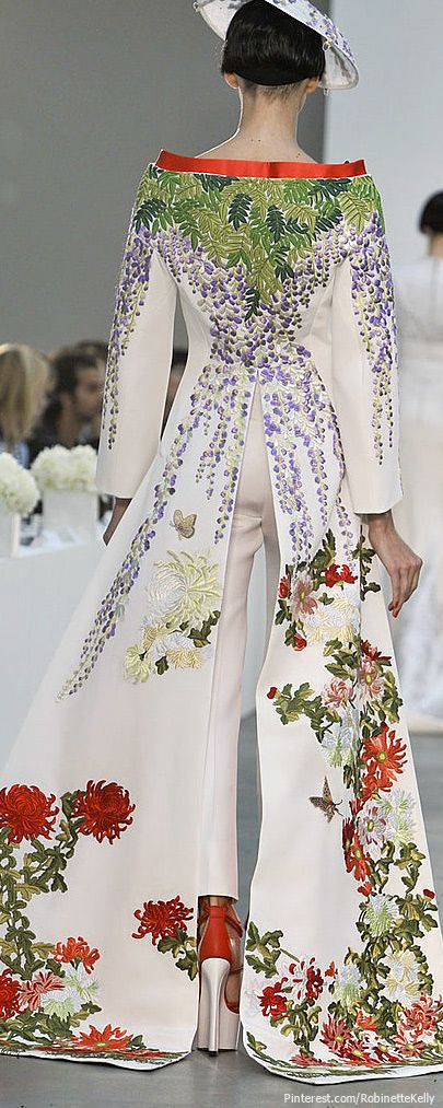 L'Wren Scott Spring 2014...love the kimono inspired look! LOVE the wisteria. It really suits L'Wren's colorings.